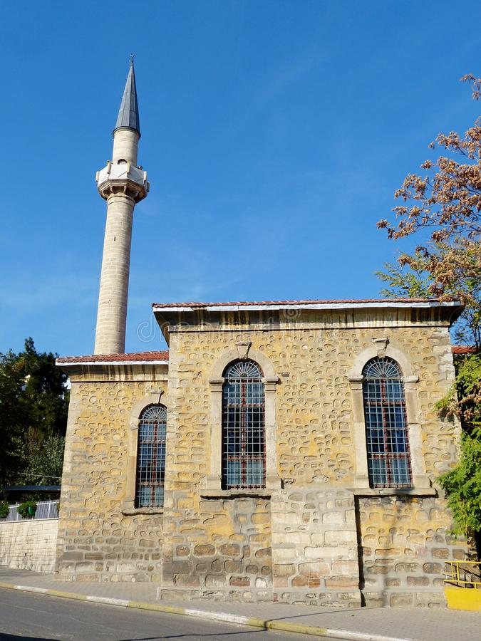 Moschea 1855 di Orta Camii con un singolo minareto in Tekirdag, Turchia fotografie stock libere da diritti
