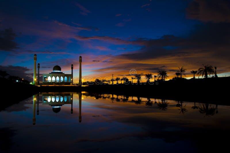 Moschea su alba fotografia stock libera da diritti