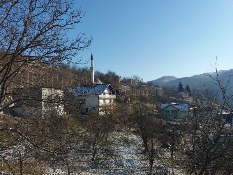 Moschee in Gora-Dorf lizenzfreie stockfotos