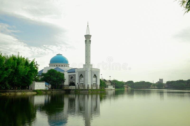 Moscheen und Seen lizenzfreie stockfotos