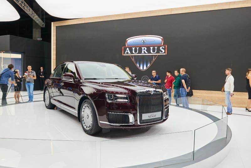 MOSCOU, AGOSTO 31, 2018: Novo todo o carro luxuoso Aurus Senat do russo poderoso da movimentação da roda na exposição automotivo  foto de stock