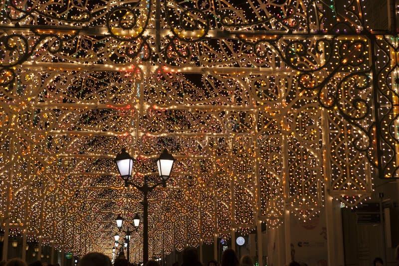 Moscou a décoré le tunnel pour la nouvelle année et le Noël photo stock