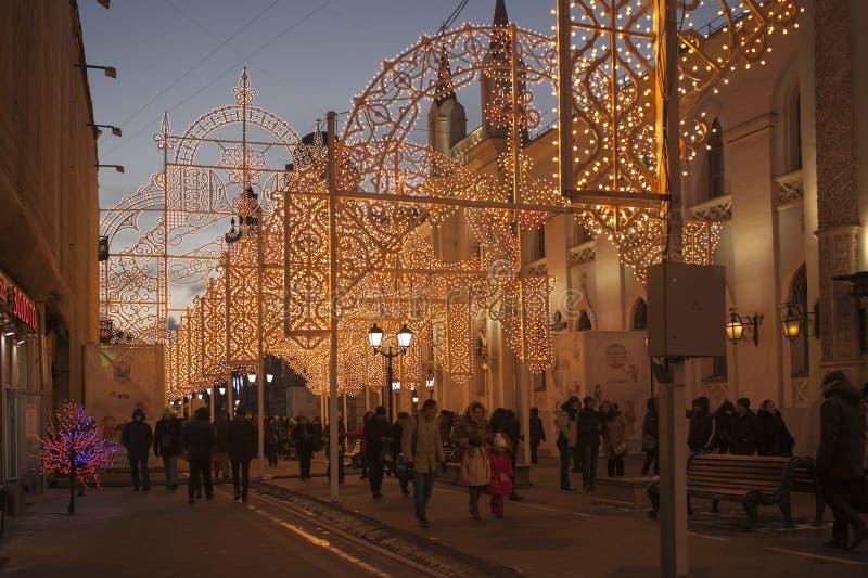 Moscou a décoré le tunnel pour la nouvelle année et le Noël images stock