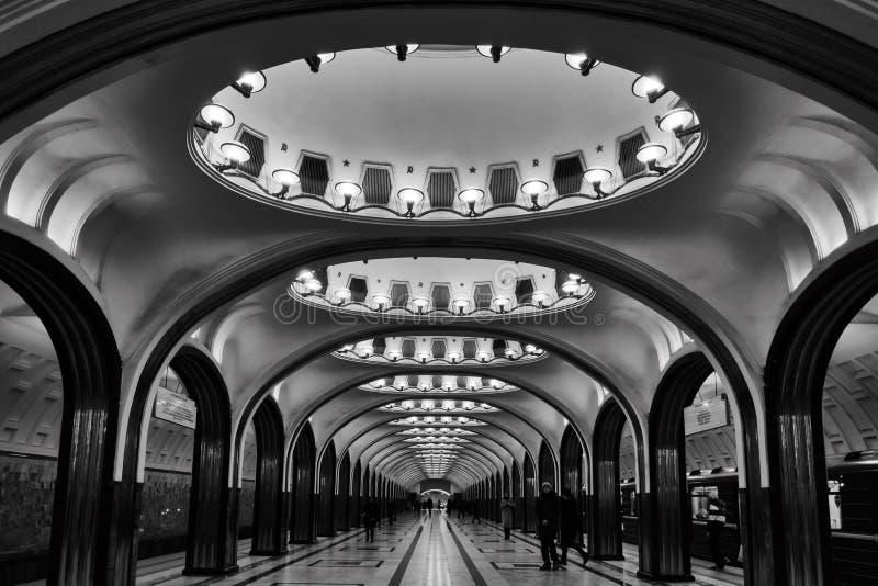 Moscou - 10 de janeiro de 2017: Estação de metro de Mayakovskaya no mesmo fotos de stock