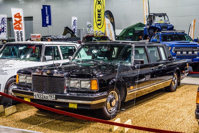 MOSCOU - EM AGOSTO DE 2016: ZIL 41047 apresentou em MIAS Moscow International Automobile Salon o 20 de agosto de 2016 em Moscou,  foto de stock