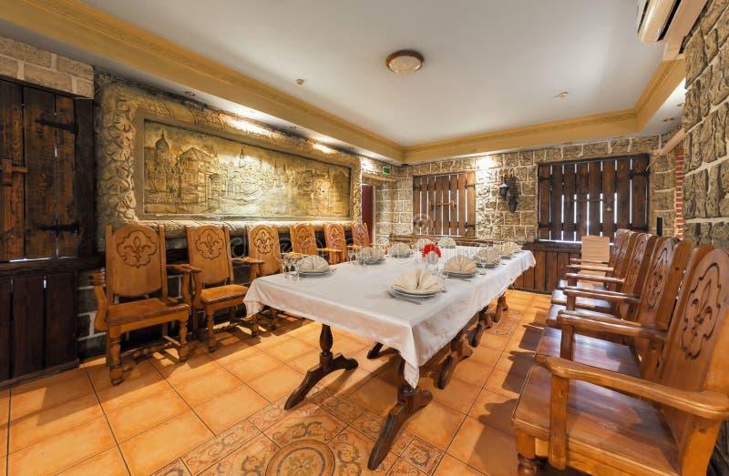 MOSCOU - JUILLET 2014 : Intérieur médiéval du Caucasia de restaurant image libre de droits