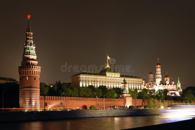 Moscou Kremlin la nuit image libre de droits