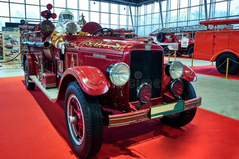 MOSCOU - 9 MARS 2018 : Camion de pompiers 1929 de REO à l'exposition Oldti photographie stock
