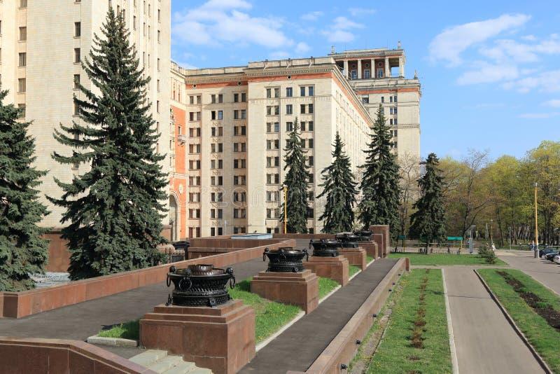 Moscou, Rússia - 1º de maio de 2019: Ideia da universidade estadual de Moscou à direita da entrada principal à construção princip foto de stock royalty free