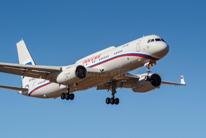 Moscou, Rússia - 3 de abril de 2019: Tupolev Tu-214VPU RA-64517 dos aviões de Rossiya - destacamento especial do voo que vai à foto de stock royalty free