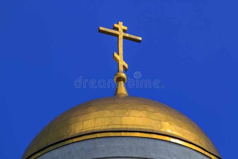 Moscou, Rússia - 9 de junho de 2018: Golden Dome da igreja do grande mártir George Victorious no monte de Poklonnaya em Moscou co imagens de stock