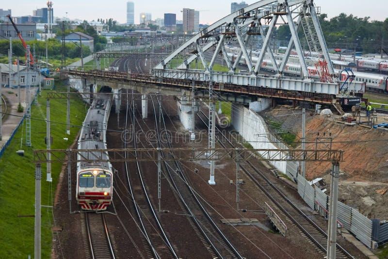 Moscou, Rússia - 29 de junho de 2017: O trem de estradas de ferro do russo é imagem de stock royalty free