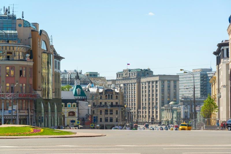 Moscou, Rússia - 17 de maio de 2016 Quadrado de Lubyanka com opiniões a duma de estado imagem de stock royalty free