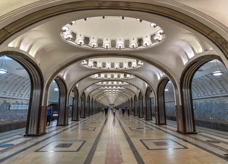 Moscou, R?ssia - 12 de maio 2018 Esta??o de metro interior Mayakovskaya vista foto de stock