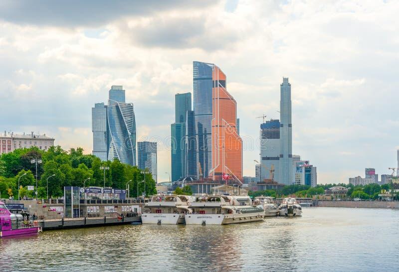 Moscou, Rússia - 26 de maio de 2019: O centro de negócios internacional de Moscou da Moscou-cidade é construções comerciais moder imagem de stock