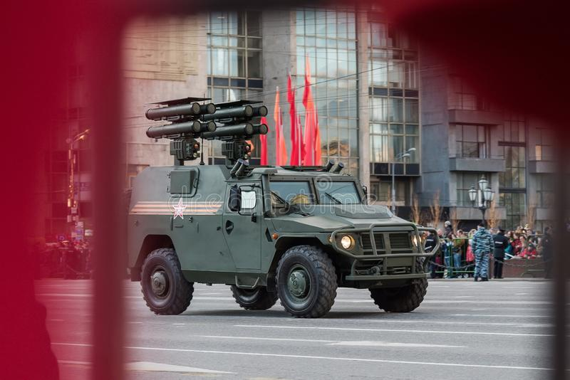 Moscou/Rússia - 7 de maio de 2015: Técnica no ensaio para Victory Parade da segunda guerra mundial fotografia de stock royalty free