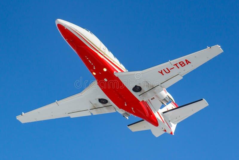 Moscou, Rússia - 20 de março de 2019: A citação XLS+ YU-TBA de Cessna 560XL dos aviões decola no aeroporto de Vnukovo em Moscou e imagem de stock