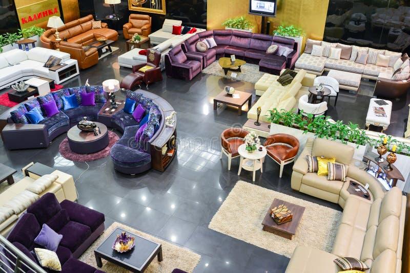 MOSCOU, RÚSSIA - 5 DE MARÇO DE 2015 Complexo de compra interior da mobília grande Shopping da mobília GRANDE - a loja de especial imagem de stock