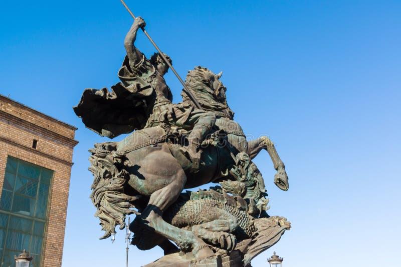 MOSCOU, RÚSSIA - 23 de março 2016 Monumento a George Victorious no quadrado da estação da estação de trem de Leninegrado foto de stock royalty free