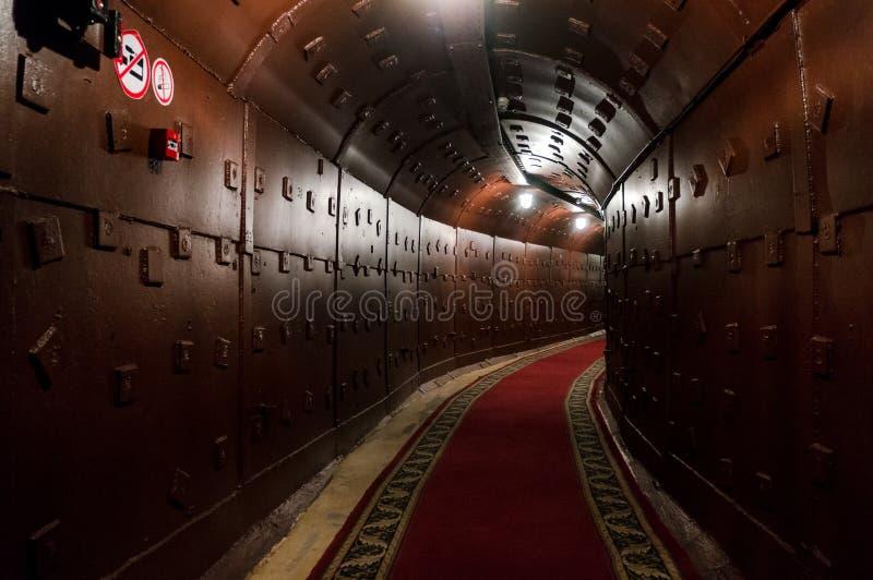 Moscou, Rússia - 25 de outubro de 2017: Escave um túnel em Bunker-42, facilidade subterrânea antinuclear construída em 1956 como  imagens de stock