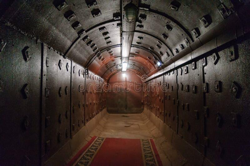 Moscou, Rússia - 25 de outubro de 2017: Escave um túnel em Bunker-42, facilidade subterrânea antinuclear construída em 1956 como  fotos de stock