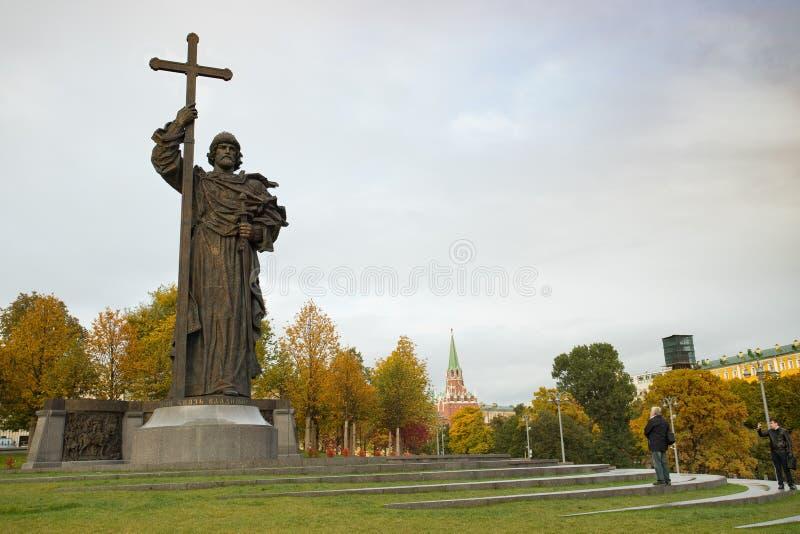 Moscou, Rússia - 12 de outubro de 2017: Monumento ao príncipe santamente Vladi imagens de stock