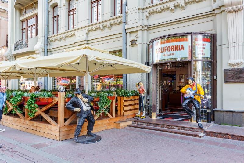 Moscou, Rússia - 13 de setembro de 2019: Burger cafe California Diner na rua Arbat em Moscou foto de stock