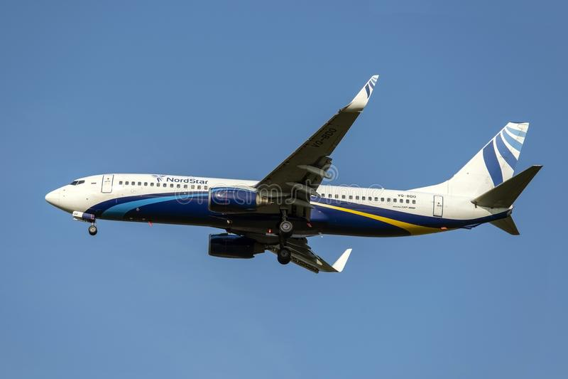 Moscou, Rússia 2 de setembro de 2018: O aeroporto de Domodedovo, Boeing 737-800 aviões das linhas aéreas da estrela de Nord está  imagem de stock
