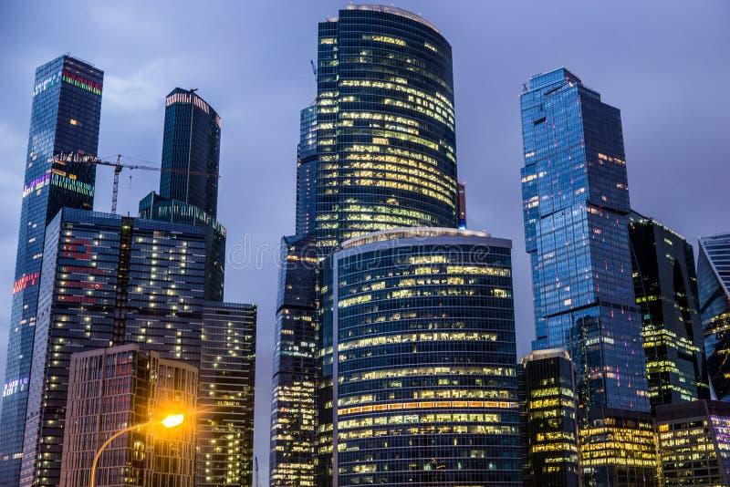 Moscou, Rússia - em julho de 2016 Arranha-céus do centro de negócios da cidade de Moscovo fotografia de stock