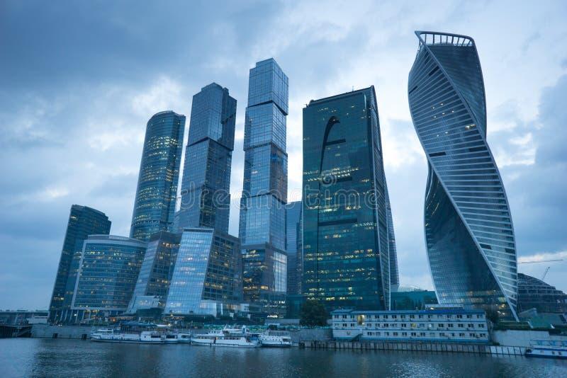 Moscou, Rússia - em julho de 2016 Arranha-céus do centro de negócios da cidade de Moscovo fotos de stock royalty free
