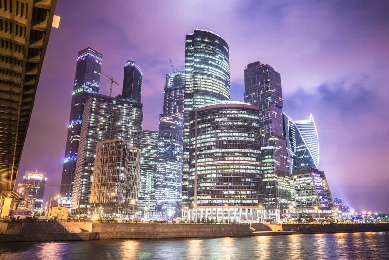Moscou, Rússia - em julho de 2016 Arranha-céus do centro de negócios da cidade de Moscovo foto de stock royalty free