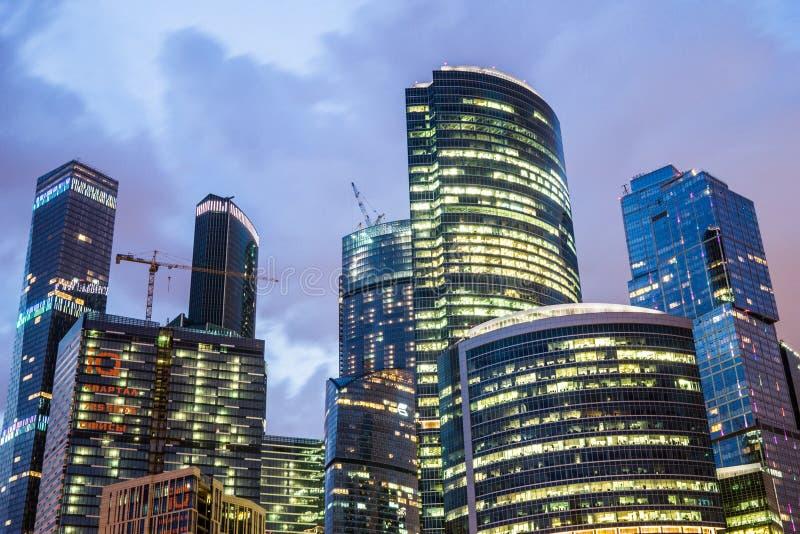 Moscou, Rússia - em julho de 2016 Arranha-céus do centro de negócios da cidade de Moscovo fotos de stock