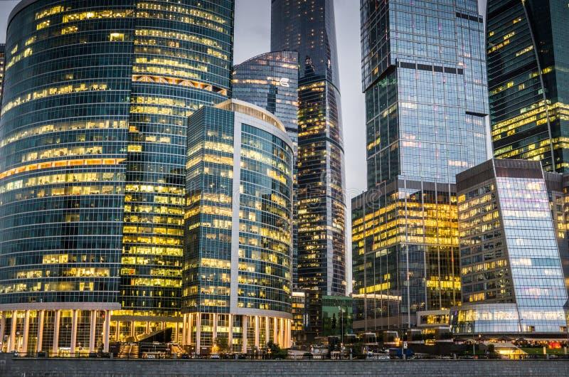 Moscou, Rússia - em julho de 2016 Arranha-céus do centro de negócios da cidade de Moscovo imagem de stock