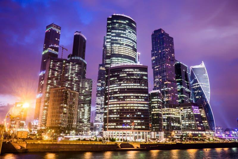 Moscou, Rússia - em julho de 2016 Arranha-céus do centro de negócios da cidade de Moscovo imagens de stock royalty free