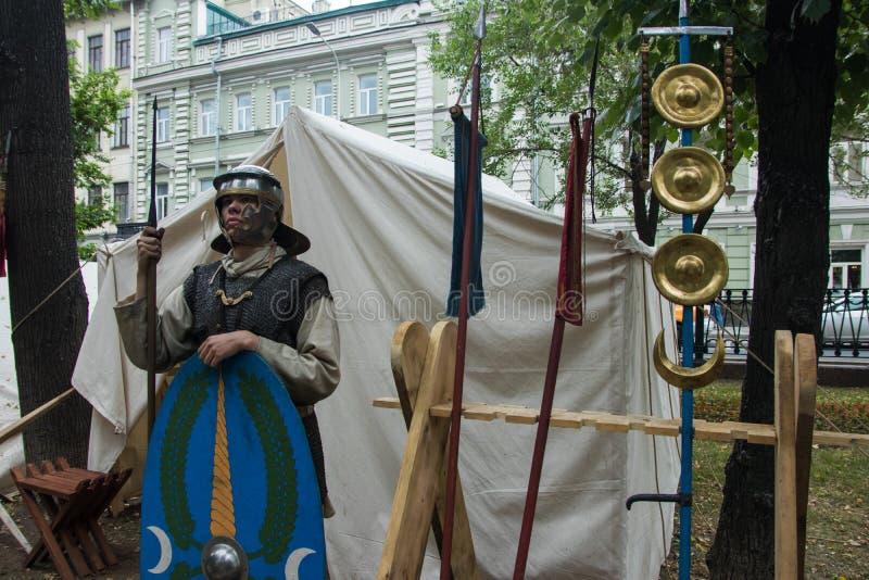 Moscou, Rússia - em junho de 2019: Tempos e épocas históricos do festival Reconstrução da vida e das guerras imagens de stock royalty free