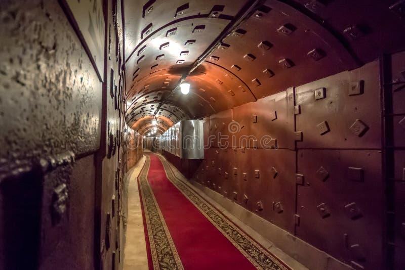 Moscou, Rússia - março 2013: Túnel em Bunker-42, facilidade subterrânea antinuclear de União Soviética imagens de stock royalty free