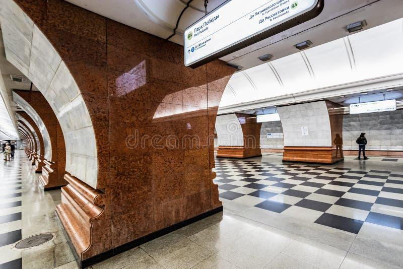 Moscou, Rússia 26 pode parque novo Pobedy da estação de metro 2019 no oeste da cidade fotografia de stock