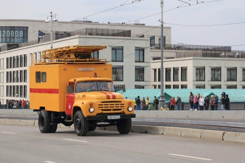 Moscou, R?ssia - 20 de abril de 2019: Os carros especiais s?o participantes imperativos da parada do bonde em Moscou foto de stock