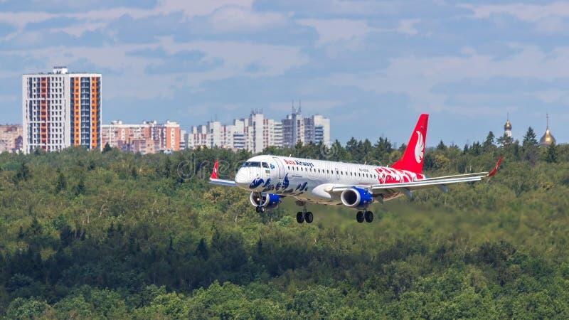 Moscou, Russia-07/02/2018 : L'avion de passagers débarque à l'aéroport international VKO de Vnukovo à Moscou image libre de droits