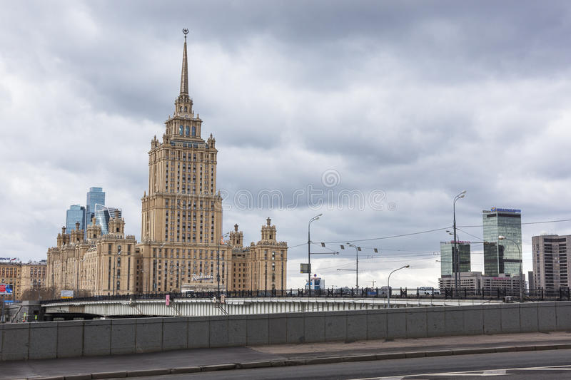 Moscou Russie - 24 avril 2017 : Hôtel royal de Radisson image stock