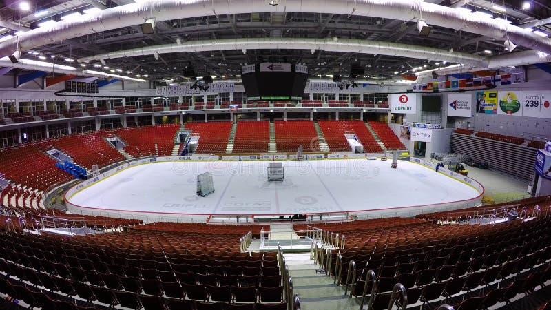 MOSCOU, RUSSIE - DÉCEMBRE 2017 : Assemblée de la patinoire d'intérieur pour l'installation du ring Une pièce est photos stock