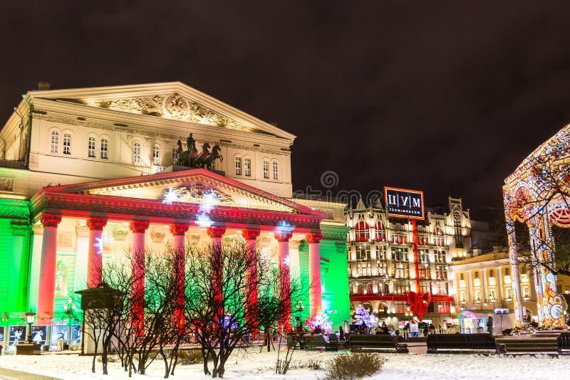 MOSCOU, RUSSIE - DÉCEMBRE 2017 : Théâtre de Bolshoi pendant le temps de Noël avec l'illumination colorée Point de repère célèbre  photographie stock