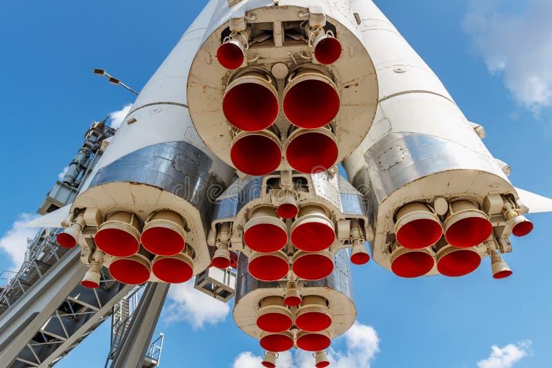 Moscou, Russie - 22 juillet 2019 : Becs peints rouges des moteurs à réaction du plan rapproché soviétique de Vostok de fusée d'es photographie stock libre de droits