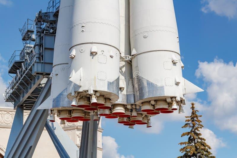 Moscou, Russie - 22 juillet 2019 : Fragment de fusée d'espace soviétique Vostok avec des becs de plan rapproché de moteurs à réac photos libres de droits