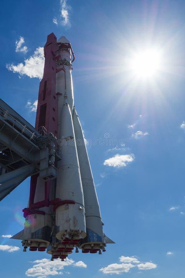 Moscou, Russie - 24 juin 2019 : Vaisseau spatial russe Vostok 1, monument de la première fusée soviétique à VDNH l'astronautique  photo libre de droits