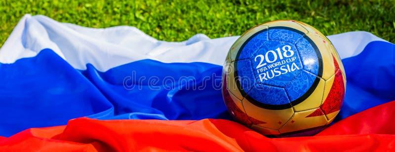 Moscou, Russie 13 mai 2018 Boule de souvenir avec les emblèmes de la coupe du monde de la FIFA 2018 à Moscou photo stock