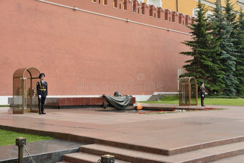 Moscou, Russie - 31 mai 2019 : Flamme éternelle à la tombe du soldat inconnu dans Kremlin photographie stock libre de droits