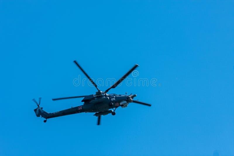 Moscou, Russie - 9 mai 2014 : Hélicoptère de combat Mi-28n Pièce d'aviation du défilé 2014 de victoire à Moscou photographie stock