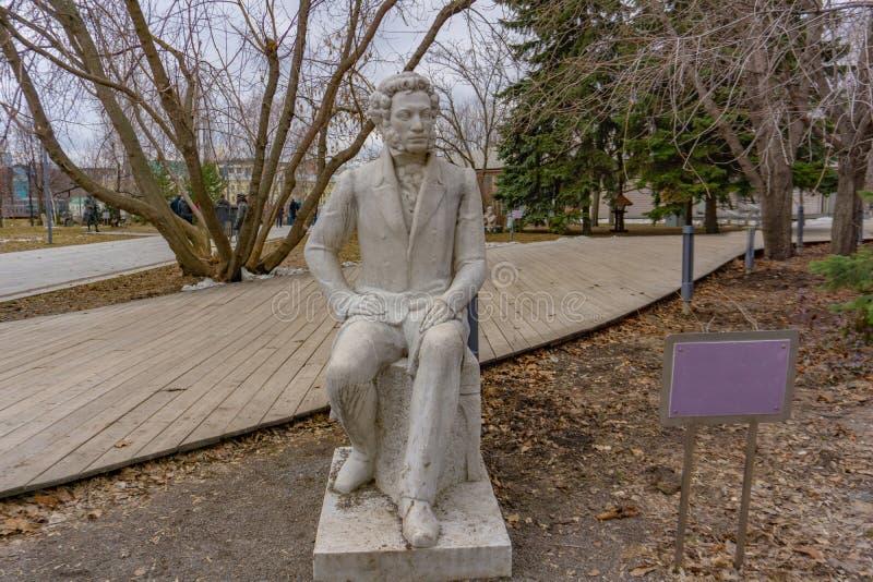Moscou, Russie - 29 mai 2019 : Nenasheva A auteur M Statue de marbre de Pushkin 1987 photo libre de droits