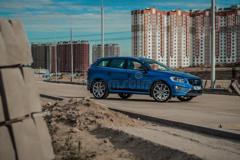 MOSCOU, RUSSIE - 20 mai 2017 POLESTAR de VOLVO XC60, vue d'avant-side Essai de nouveau Polestar de Volvo XC60 Cette voiture est c image libre de droits